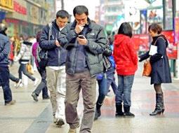 استفاده از تلفنهمراه برای فرار از مکالمه با اطرافیان!