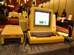 رقیب قدیمی اپل 30 ساله شد
