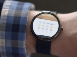 نخستین ساعت هوشمند موتورولا مجهز به سیستم عامل جدید گوگل + تصاویر