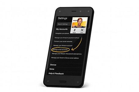 نمایشگر 4.7 اینچی گوشی کیفیت HD با کنتراست بالا دارد و حسگرهای نوری آن را احاطه کردهاند