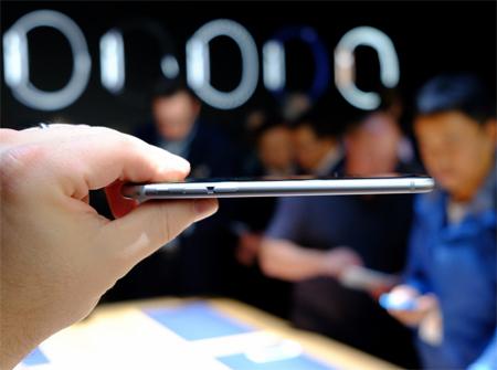 طول، عرض و ضخامت آیفون 6 اپل بهترتیب 138.1، 67 و 6.9 میلیمتر است و 129 گرم وزن دارد