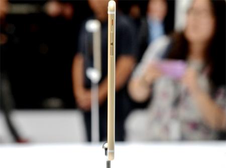 طول، عرض و ضخامت این گوشی هوشمند بزرگ بهترتیب 158.1، 77.8 و 7.1 میلیمتر است و 172 گرم وزن دارد