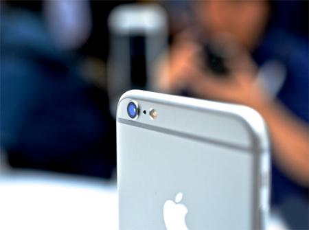 برای این گوشی دوربین دیجیتالی 8 مگاپیکسلی با کیفیت تصویربرداری 3264 در 2448 پیکسل به همراه فلش دوگانه درنظر گرفته شده است