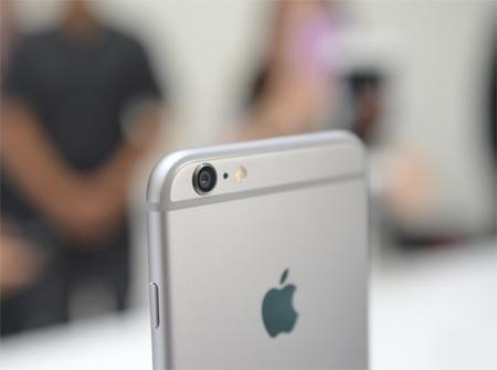 از قابلیتهای دوربین گوشی میتوان به تصویربرداری با اندازه پیکسل 1.5 میکرون، تصویربرداری با کیفیت HD و اتوفوکوس اشاره کرد