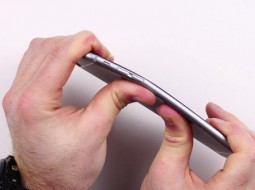 اپل: iPhone 6 فقط در جیب ۹ کاربر خم شده است