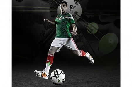 فوتبال: شرکت آدیداس فناوری miCoach Smart Ball برای توپهای فوتبال را ارایه کرده که توسط فیفا مورد تایید قرار گرفته است