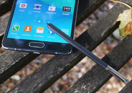 7 - Samsung Galaxy Note 4 - سیستم عامل: اندروید 5- سایز صفحه نمایش: 5.7 اینچ-  حافظه داخلی: 3 GB- حافظه خارجی: 32 GB- دوربین: 16 MP - دوربین جلو: 3.7 MP