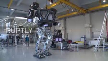 روبات کرهای اولین قدمهایش را با سرنشینش برداشت