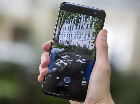 8- HTC U11 : یکی از بهترین گوشیهای هوشمند با تمرکز بر کیفیت موسیقی که البته در هیچ زمینهای شمارا ناامید نمیکند!