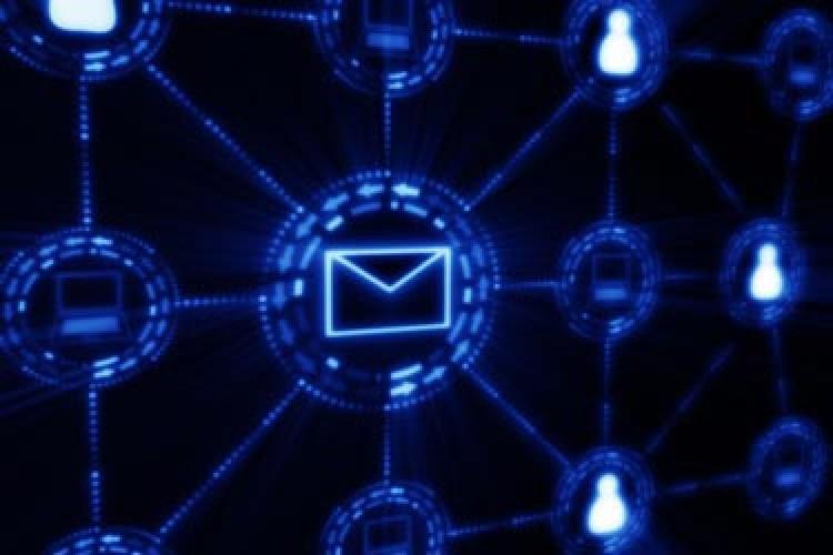ایمیلتان را به دست هکرها نسپارید!