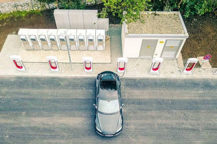 سرمایه گذاری 2.7 تریلیون دلاری برای ورود خودرو برقی به خیابان ها