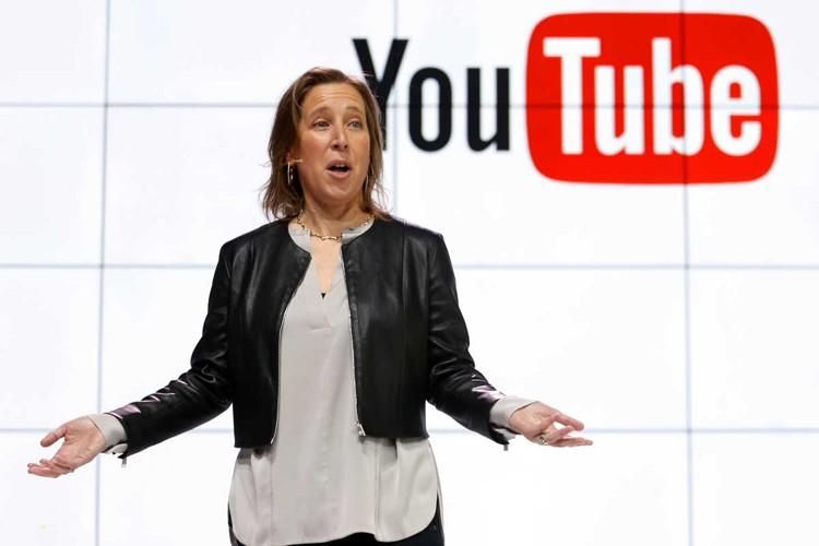 استخدام ده هزار کارمند برای پاکسازی یوتیوب