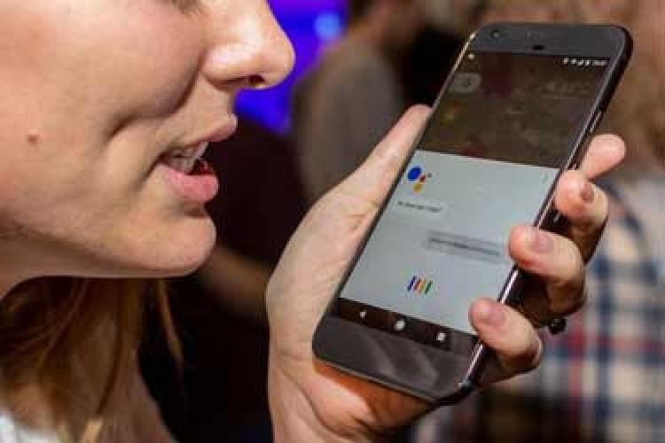 Siri از دستیار صوتی گوگل جا ماند!