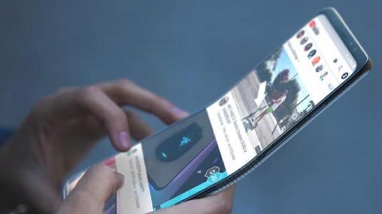 سامسونگ تیزری از تلفن هوشمند تاشو که اواخر امسال عرضه میکند منتشر کرد