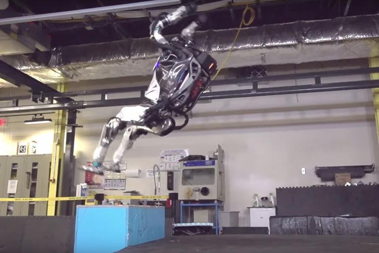 ربات انساننمای اطلس؛ برنده قطعی مسابقه ربات نینجا