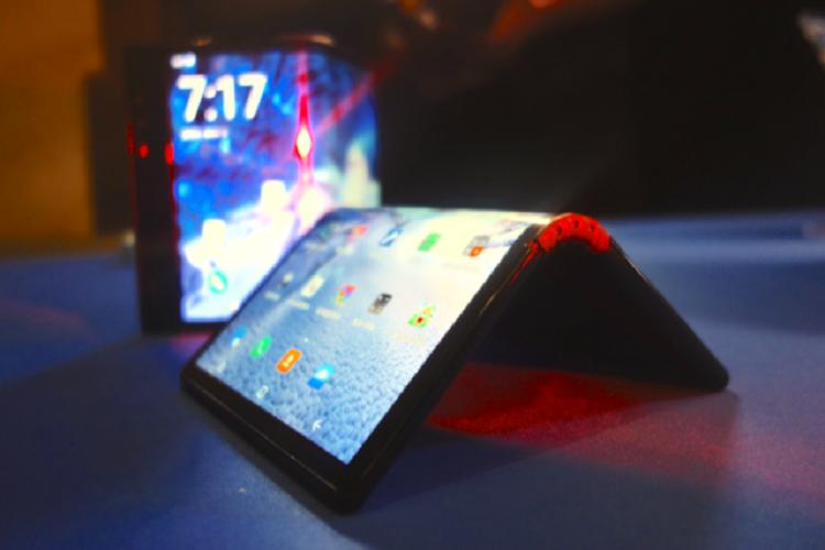 گوگل اعلام کرد که اندروید، گوشیهای تاشو را پشتیبانی میکند