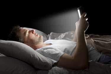 بلایی که اینترنت بر سر خواب شما میآورد!