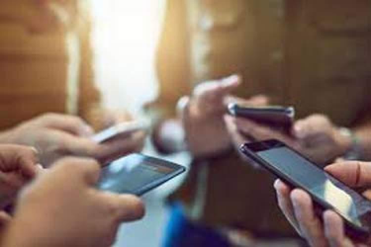 آذری جهرمی: کاهش ۳۰ درصدی قیمت گوشی کار سختی نیست