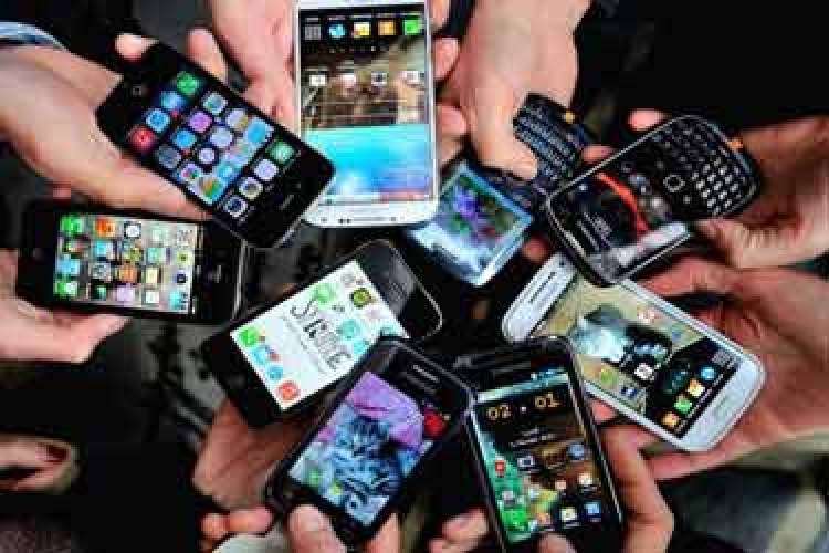 موبایلهای توقیف شده روانه بازار میشوند