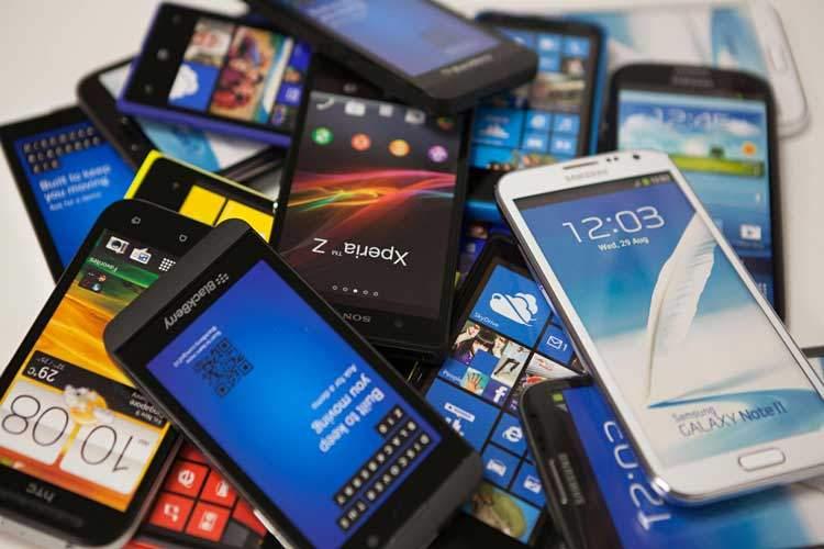 انتقاد آذری جهرمی از وضعیت بازار موبایل