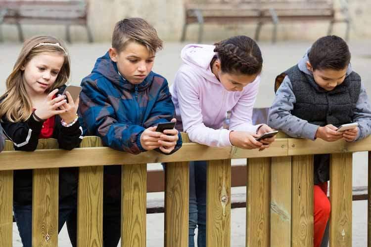 وابستگی به فناوری چه بر سر کودکان و نوجوانان میآورد؟