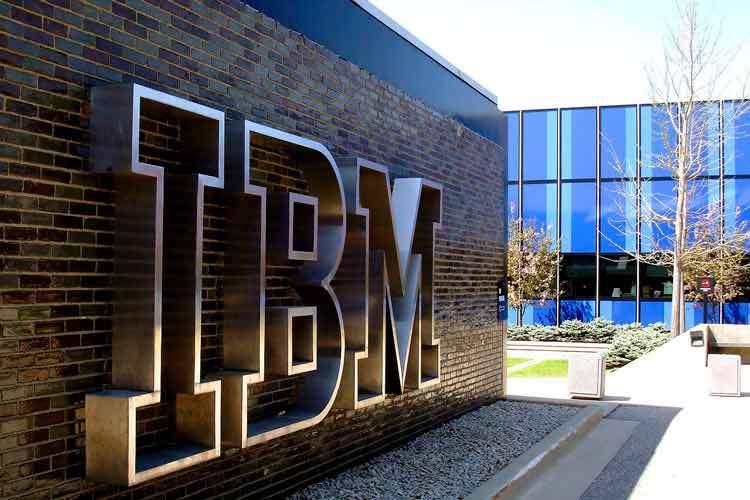 اجباری شدن واکسیناسیون کرونا برای کارمندان IBM